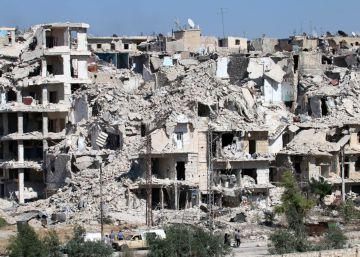 Algunos civiles sirios empiezan a salir de los barrios sitiados de Alepo