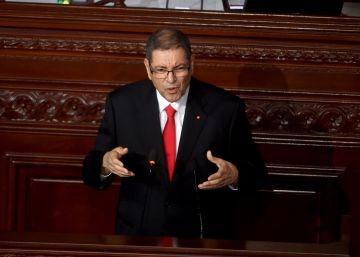 Cae el Gobierno tunecino de Habib Essid