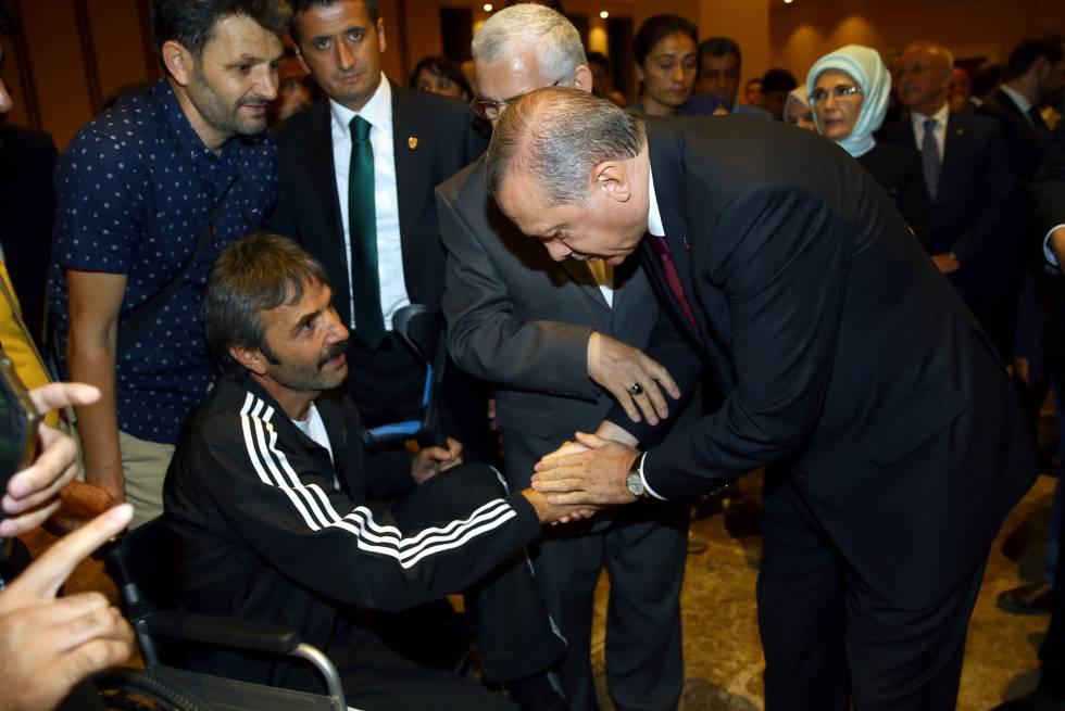 Erdogan anuncia reforma para controlar o Exército e o serviço secreto