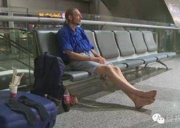 Holandês é hospitalizado após 10 dias de espera em aeroporto chinês por encontro 'online'
