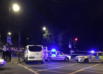 Uma mulher morta e cinco feridos após ataque com faca no centro de Londres
