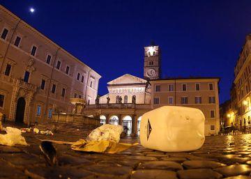 Las calles y plazas de Roma, sumergidas en basura