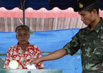 Los tailandeses aprueban el proyecto de Constitución del Ejército
