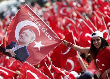 Erdogan exhibe su respaldo en un histórico mitin