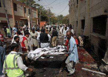 Al menos 70 muertos en un atentado en un hospital de Pakistán