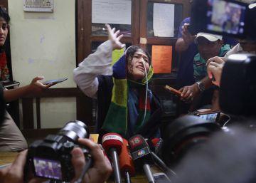 La 'dama de hierro' india abandona su huelga de hambre 16 años después