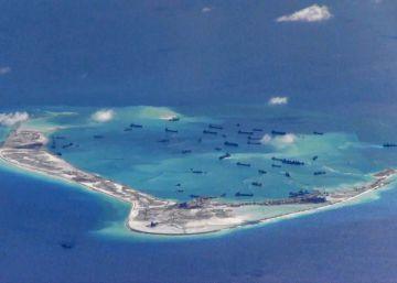 China amplía la construcción en islas disputadas a pesar del dictamen de La Haya
