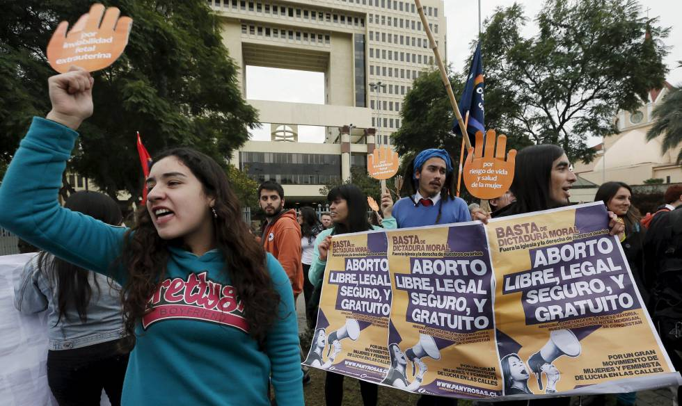 Manifestaciones en Chile en defensa de un aborto legal en 2015.