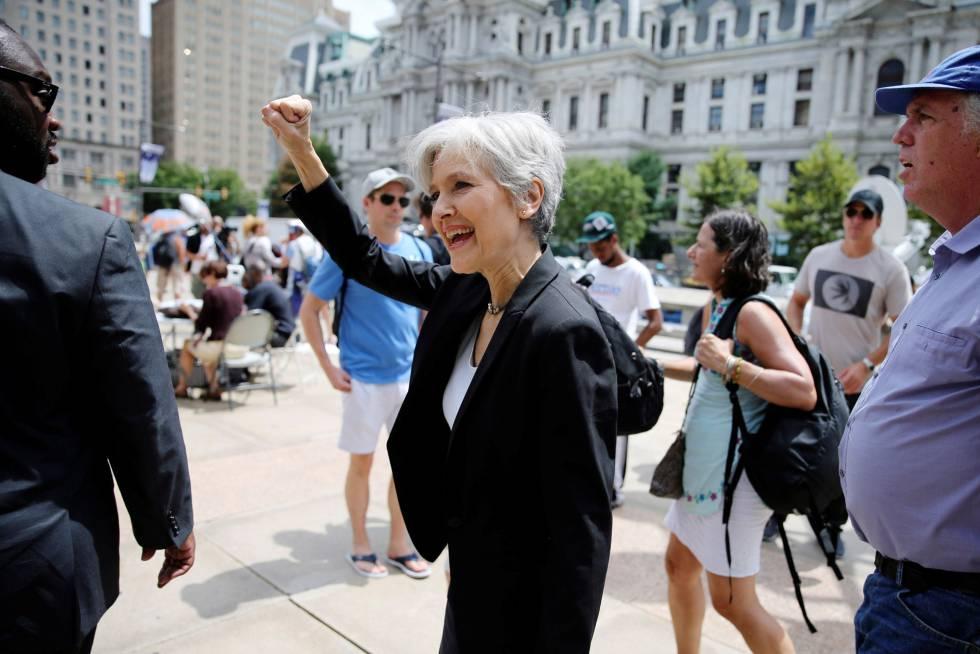 La candidata verde, Jill Stein, en una protesta de seguidores de Sanders en Filadelfia