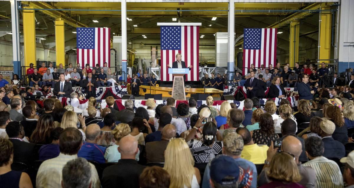 Clinton en la empresa Futuramic Tool & Engineering, en Warren