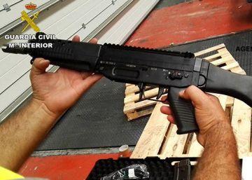 Cómo 737 fusiles suizos acabaron en Algeciras