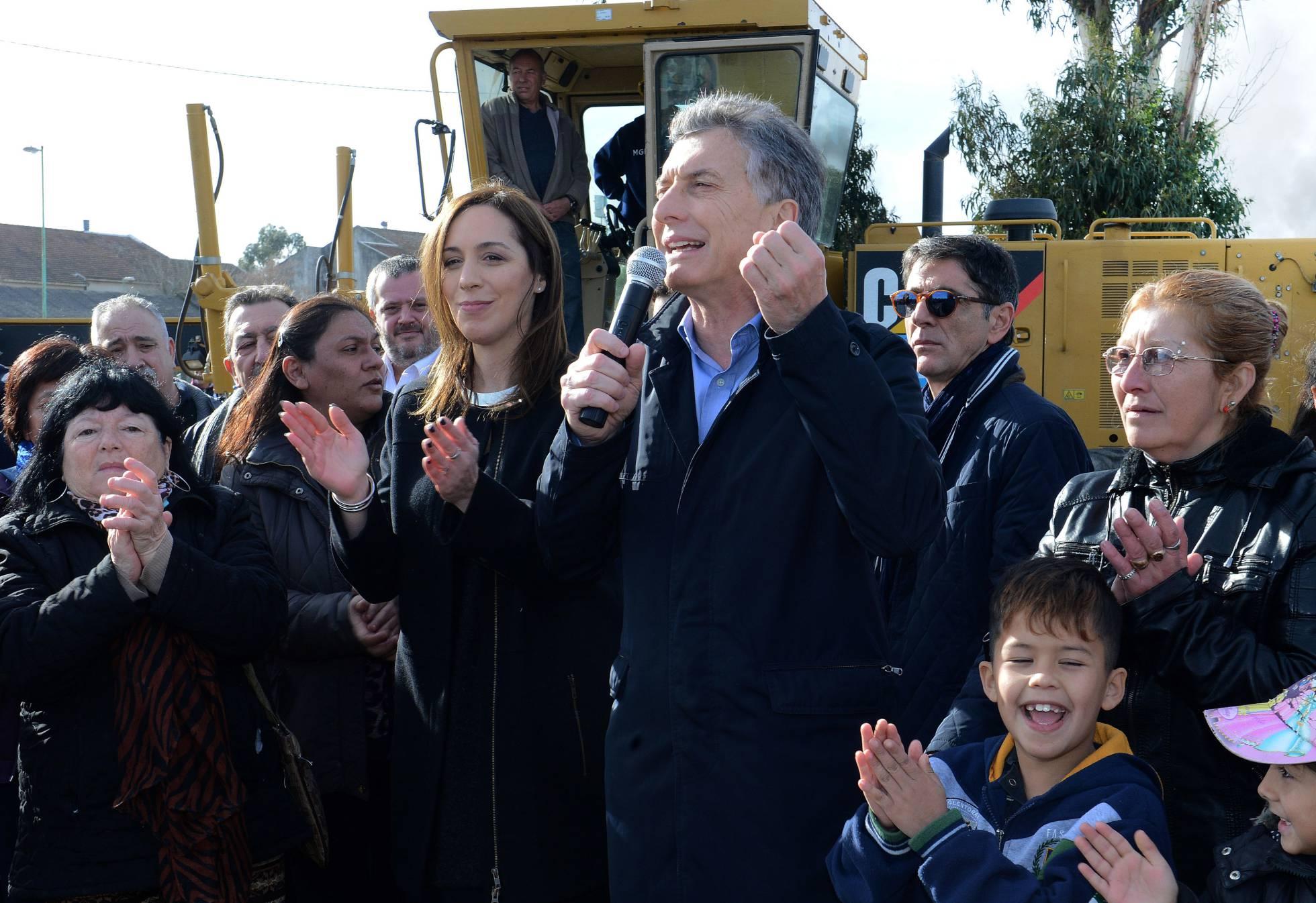 Argentina: Macri é recebido com insultos e pedras em ato oficial