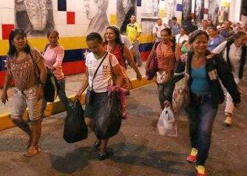 Miles de venezolanos entran a Colombia en el primer día de reapertura de la frontera
