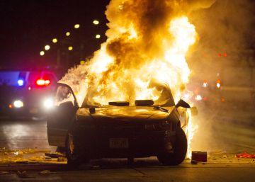 Enfrentamientos con la policía en Milwaukee tras la muerte a tiros de un joven por un agente