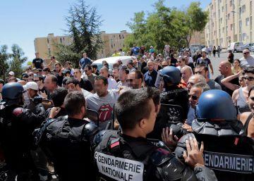 Una ciudad de Córcega se suma al veto al 'burkini' tras una gran pelea en la playa