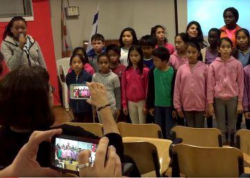 El ministro de Defensa israelí prohíbe que los soldados ayuden a niños refugiados