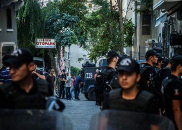 Turquía cierra un diario prokurdo y detiene a 24 empleados, entre ellos un español