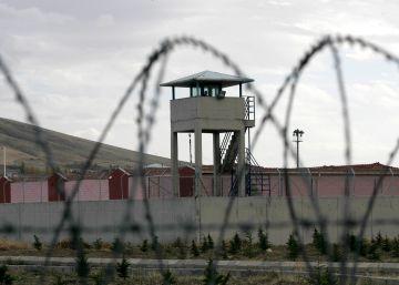 Turquía liberará a 38.000 presos comunes para hacer sitio a supuestos golpistas