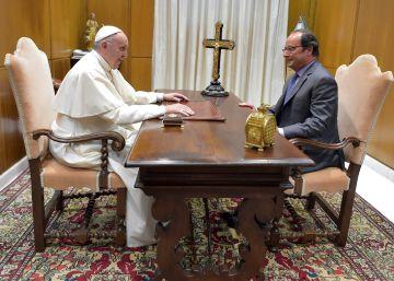 El Papa y Hollande se reúnen en privado tras más de dos años de tensión