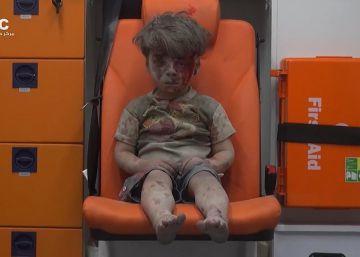 Muere el hermano de Omran Daqneesh, rostro de la guerra en Siria