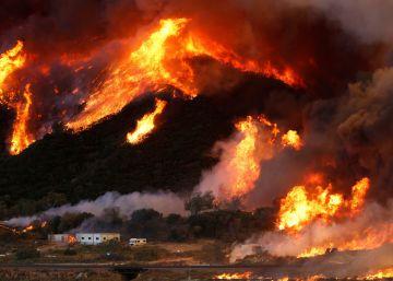 Un gran incendio obliga a evacuar a 82.000 vecinos en California