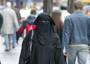 El partido de Merkel impulsa la restricción del burka en espacios públicos en Alemania