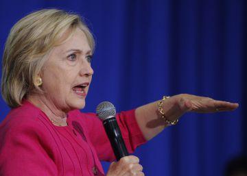 Un juez ordena que Clinton responda por escrito en el caso de los correos