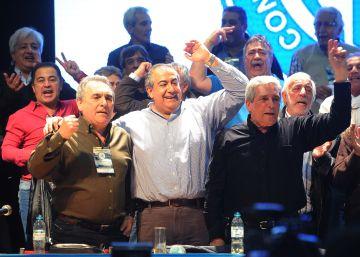 La gran central obrera argentina se reunifica con duras críticas a Macri