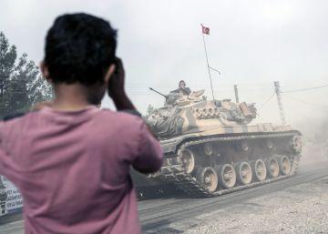 Las milicias kurdas de Siria retroceden hasta el Éufrates como exigen EE UU y Turquía