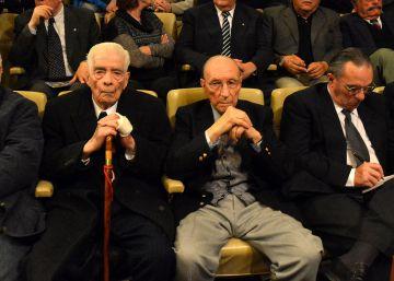 Argentina condena a cadena perpetua a 28 represores de la dictadura