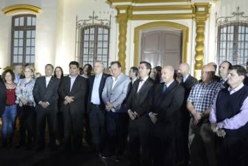 Las autoridades ministeriales a punto de inaugurar el Centro de Interpretación.