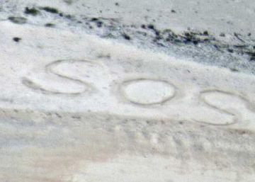 Rescatada una pareja de una isla desierta del Pacífico tras escribir SOS en la arena