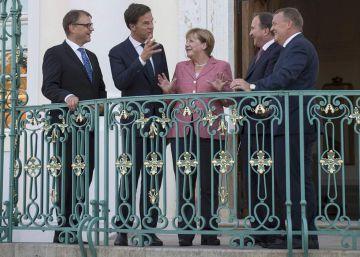 Merkel culmina su ofensiva diplomática proeuropea: 17 líderes en una semana
