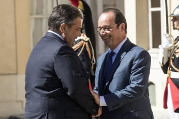 Gabriel y Hollande, el jueves en París.