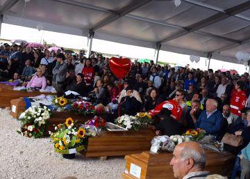 Amatrice celebra el funeral con la esperanza de la reconstrucción