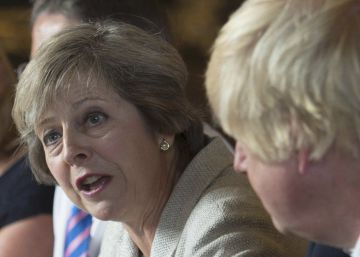 La primera ministra May urge a avanzar en el 'Brexit' ante las divisiones en su gabinete