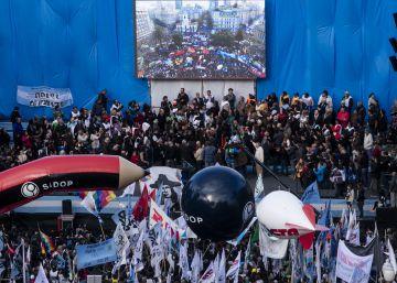 Los sindicatos cierran una masiva marcha contra Macri con amenazas de huelga
