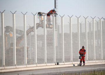 Francia construirá un muro en Calais para impedir el paso de migrantes
