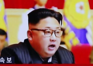 Surcoreanos siguen las noticias sobre la prueba nuclear de Corea del Norte.