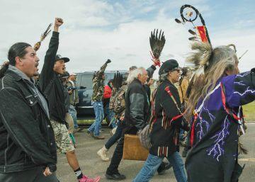 El Gobierno estadounidense frena temporalmente el oleoducto cercano a una reserva indígena