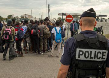 Francia abrirá 8.500 nuevas plazas para desmantelar la 'Jungla' de Calais
