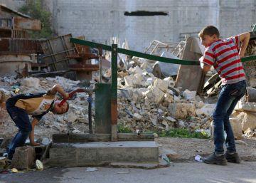 La falta de seguridad mantiene bloqueados los convoyes de ayuda a Siria en la frontera