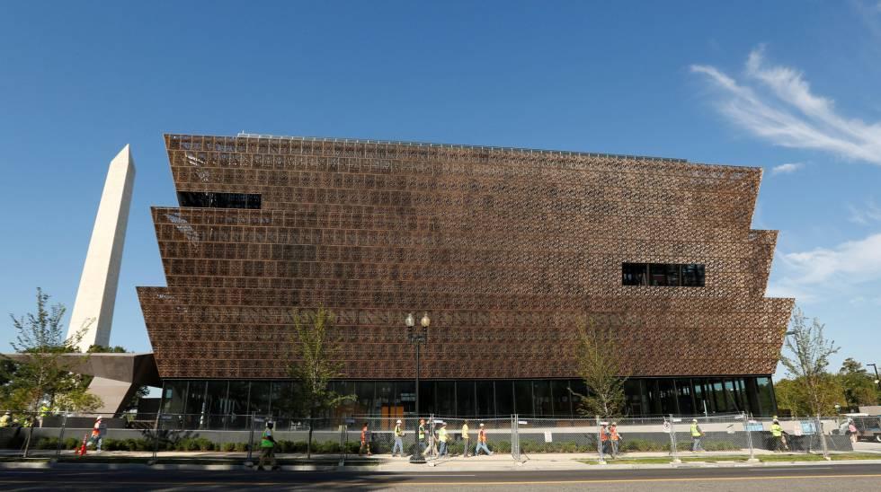 O edifício que abriga o Museu Nacional de História e Cultura Afro-Americana em Washington.