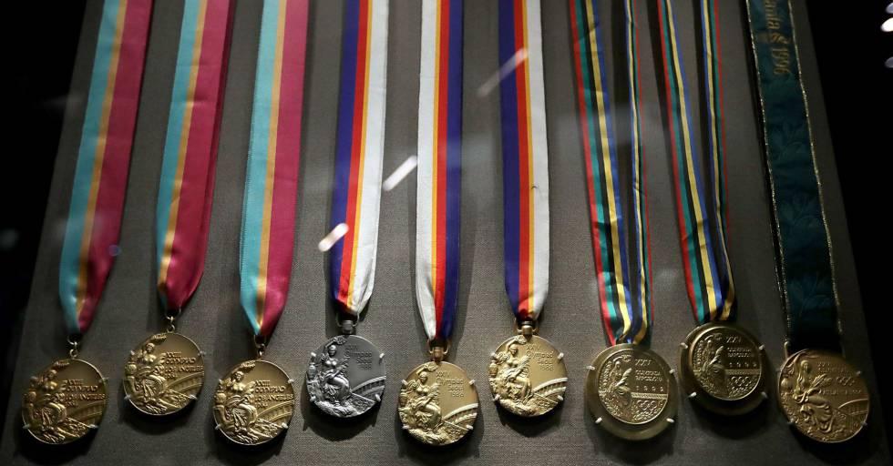Nove das 10 medalhas olímpicas de Carl Lewis.