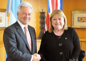 Argentina y el Reino Unido amplian vuelos a Malvinas y relanzan su relación