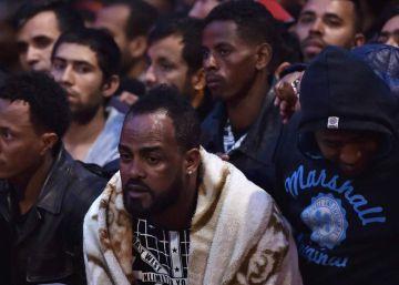 París desmantela un campamento de migrantes con más de 2.000 personas