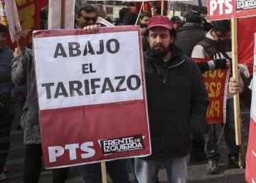 Gobierno y ciudadanos discuten el tarifazo del gas argentino rodeados de policías