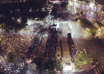 Miles de personas protestan contra Peña Nieto por la visita de Trump