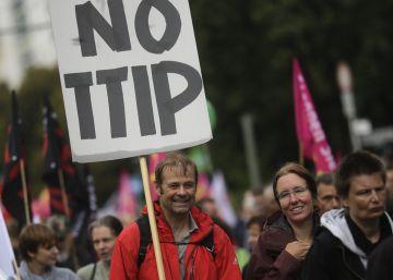 Decenas de miles de personas protestan contra el TTIP en Alemania