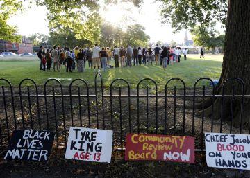 Las autoridades de Ohio defienden al policía que mató al niño negro que llevaba una pistola de balines